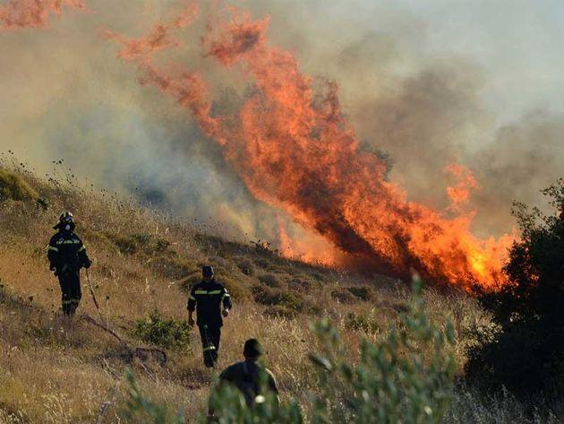 Κρήτη: Σε εξέλιξη μεγάλη φωτιά