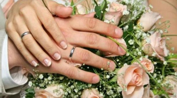 Έθιμα: Γιατί η νύφη «στήνει» τον γαμπρό στην Εκκλησία