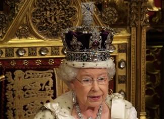 Το Πάσχα δεν ακυρώνεται είπε στο δεύτερο μήνυμα της σε μία εβδομάδα η βασίλισσα Ελισάβετ