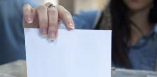 DW: Στις καλένδες η ψήφος των απόδημων Ελλήνων παρά τις υποσχέσεις