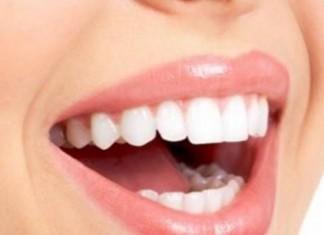 Ματώνουν τα ούλα σας; Δείτε ποια βιταμίνη μπορεί να σας λείπει