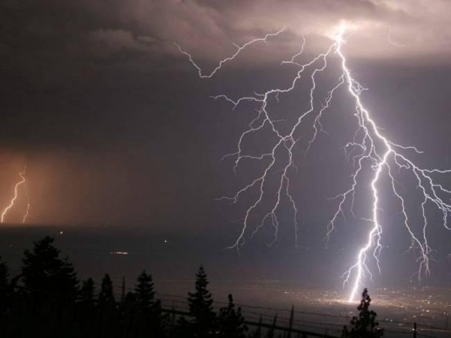 Καιρός: Έρχονται καταιγίδες, χαλάζι και θυελλώδεις άνεμοι