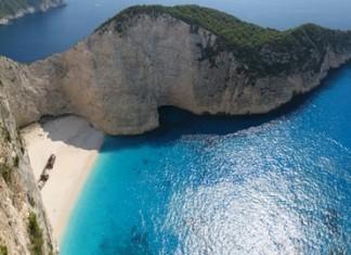 Ζάκυνθος: Τουρίστρια τραυματίστηκε από πτώση βράχου στο Ναυάγιο