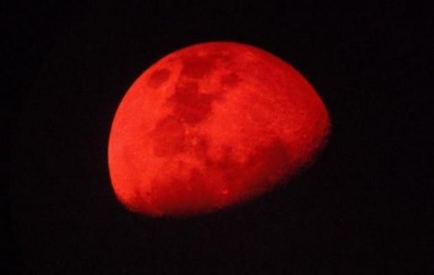 Την Κυριακή όλα μαζί - Ολική έκλειψη Σελήνης, πρώτη Πανσέληνος και Υπερ-Σελήνη