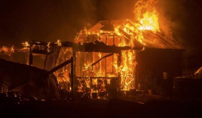 ΚΑΛΙΦΟΡΝΙΑ: Συγκλονιστικό βίντεο μέσα στις φλόγες