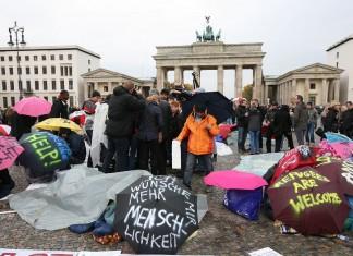 πρόσφυγας, βρήκε, 14.000 ευρώ, αστυνομία,