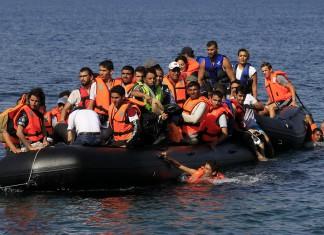 Πρόσφυγες και μετανάστες έκαναν «ποδαρικό» σε Λέσβο και Σάμο