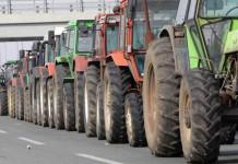 Λάρισα: Αγρότες με τρακτέρ συγκεντρώθηκαν στον Τύρναβο