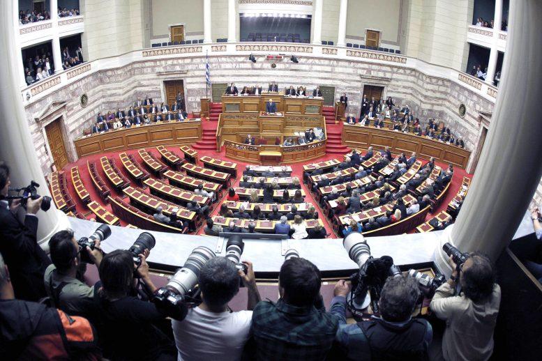 Βουλή: Υπερψηφίστηκε το νομοσχέδιο για τις διαδηλώσεις