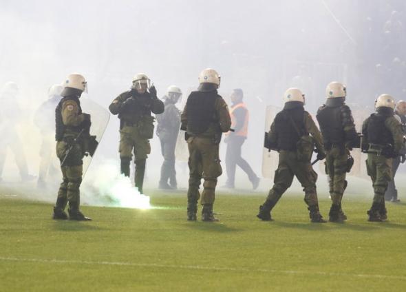 Επίθεση κουκουλοφόρων κατά οπαδών της Μπάγερν στον αγώνα νέων με τον Ολυμπιακό - Τέσσερις τραυματίες