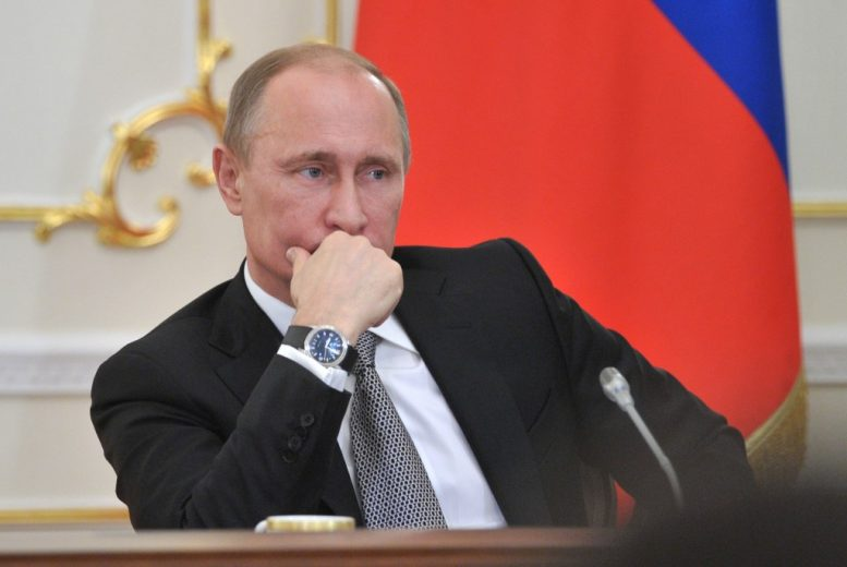 Πούτιν, ημίγυμνος, τανκ, πάρκινγκ,