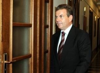 Πετρόπουλος: Οι περικοπές θα αφορούν και συντάξεις κάτω από τα 1.000 ευρώ