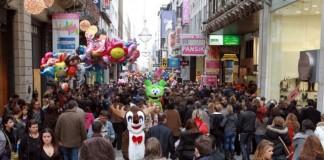 Αρχίζει το εορταστικό ωράριο - Ποιες Κυριακές θα είναι ανοιχτά τα καταστήματα