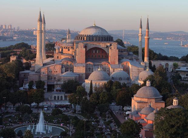 σαν σήμερα, θεμελίωση, Αγιά Σοφιά, Κωνσταντινούπολη,