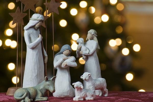 Έθιμα και παραδόσεις: Τα σπάργανα του Χριστού και το αναμμένο πουρνάρι της Ηπείρου