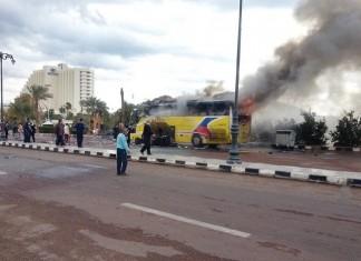 ΑΙΓΥΠΤΟΣ: Τουλάχιστον 2 νεκροί και δέκα τραυματίες από την έκρηξη σε τουριστικό λεωφορείο