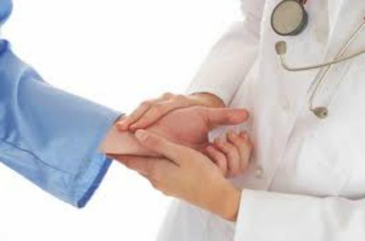 Συνελήφθη 47χρονος που εξαπατούσε ως εξειδικευμένος γιατρός ασθενείς με ανίατες ασθένειες