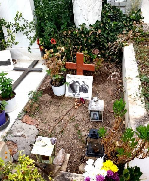 τάφος Έλλης Λαμπέτη