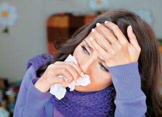 Πώς ξεχωρίζουμε τη γρίπη από τον κορωνοϊό