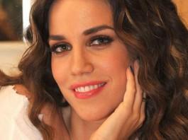 Κατερίνα Στικούδη: Αρνητικά σχολιάστηκε η πόζα της με τα ανοιχτά πόδια