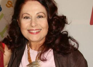 Η Ελένη Ανουσάκη για τη Ζωή Λάσκαρη, τα κόκκινα φανάρια και το facebook
