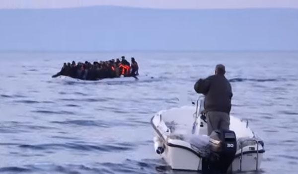Σάμος: Επιχείρηση του Λιμενικού για λέμβο με 80 πρόσφυγες