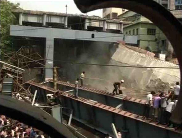 Ινδία, κατέρρευσε, γέφυρα, 10 νεκροί,