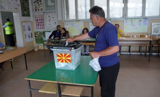 Βόρεια Μακεδονία: «Μάχη» με την αποχή και τον καιρό στον β΄γύρο των προεδρικών εκλογών