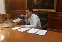 Ο Τσίπρας ενημέρωσε τηλεφωνικά τους πολιτικούς αρχηγούς