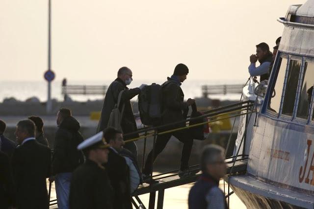 Στο Ηράκλειο οι μετανάστες που εντοπίστηκαν σε ξύλινο αλιευτικό στη νότια Κρήτη
