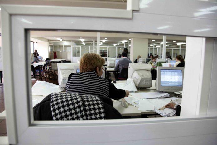 Δημόσιο: Χωρίς ιδιαίτερα προβλήματα η επιστροφή των υπαλλήλων