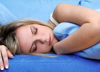 Έξι τρόποι για να κοιμηθείτε άνετα παρά τη ζέστη