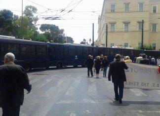 Επεισόδια στα Προπύλαια στο συλλαλητήριο για τον Γρηγορόπουλο