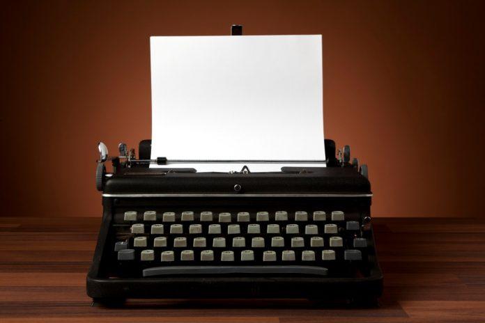 γραφομηχανή, πληκτρολόγιο, μπερδεμένο, Christopher Latham,