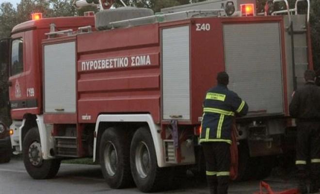 Ανετράπη όχημα της Πυροσβεστικής που μετέβαινε στο Ποικίλο όρος για την κατάσβεση της φωτιάς