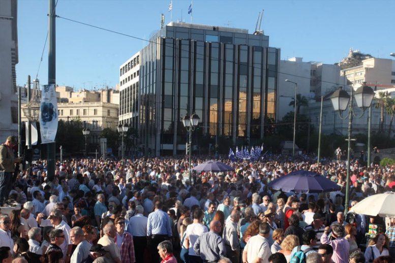 """""""Παραιτηθείτε"""", διαμαρτυρία, πλατεία Συντάγματος,"""