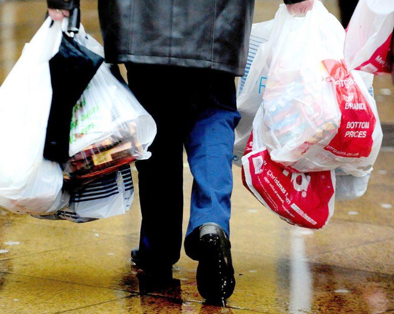 Έλληνες, πλαστικές σακούλες,