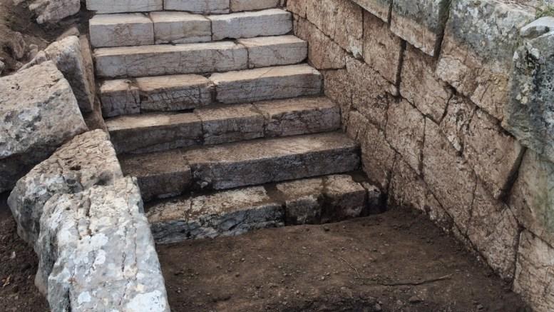 Πελοπόννησος, τάφος, 11ου, αιώνα, Λυκαίο όρος,