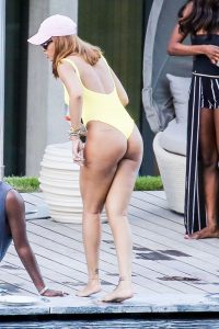 mini-Rihanna