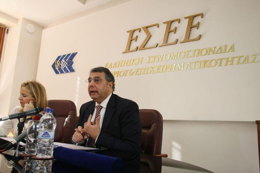ΕΣΕΕ προς ΔΝΤ: Κατώτατο μισθό 751 ευρώ, ειδικό λογαριασμό και «πάγωμα» οφειλών