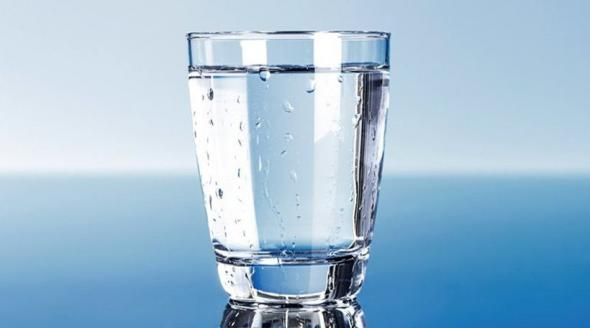 Τα 8 οφέλη του ζεστού νερού