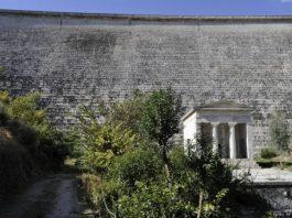 φράγμα Μαραθώνα, αρχαιοελληνικός ναός,
