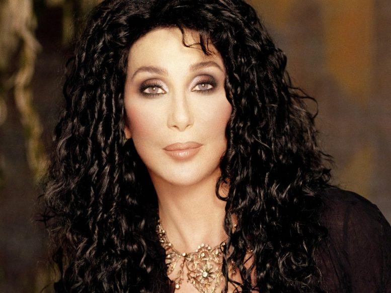 Διάσημη τραγουδίστρια, μοιράζει, περιουσία,