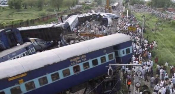 Ινδία, εκτροχιασμός τρένου, 13 νεκροί,