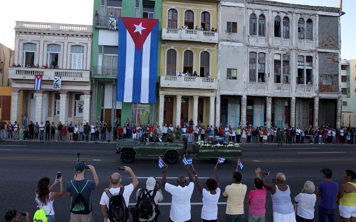 τέφρα, Φιντέλ Κάστρο, τελευταίο ταξίδι,