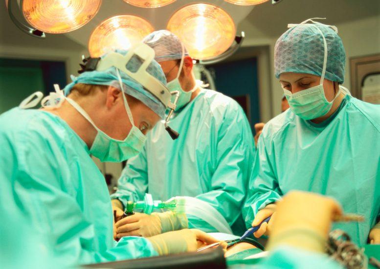 σαν σήμερα, εγχείρηση, καρδιάς, πρώτη,