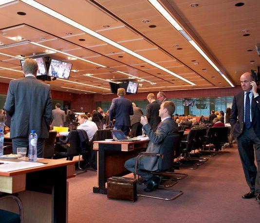 Βελτιωμένες οι ενδιάμεσες θερινές προβλέψεις της Κομισιόν για την ύφεση στην Ελλάδα