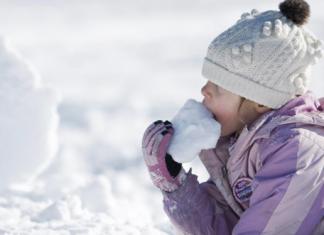Τρίκαλα: Συνεχίζεται η χιονόπτωση στη Δυτική Θεσσαλία