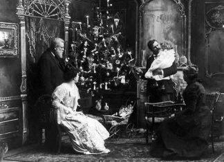 σαν σήμερα, ελληνικό σπίτι, Χριστουγεννιάτικο δέντρο, πρώτη φορά,