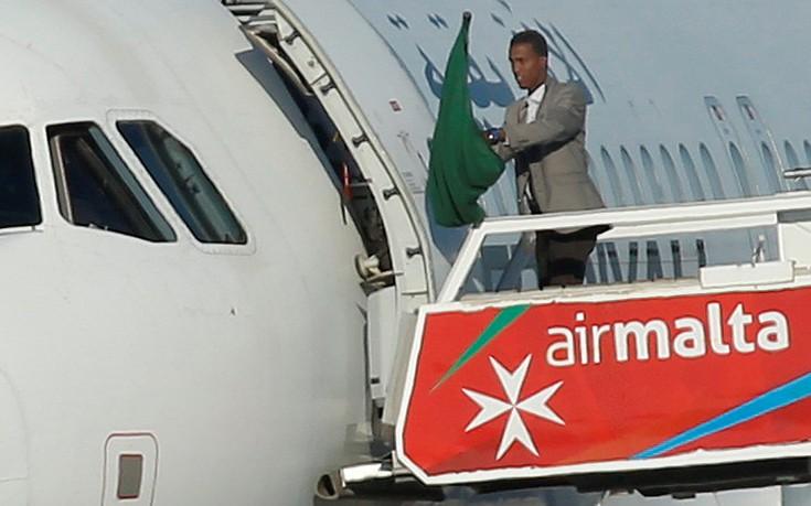 παραδόθηκαν, αεροπειρατές, Καντάφι,